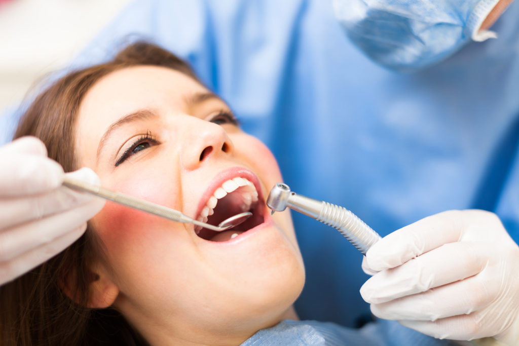 Лечение кариеса и другие стоматологические процедуры