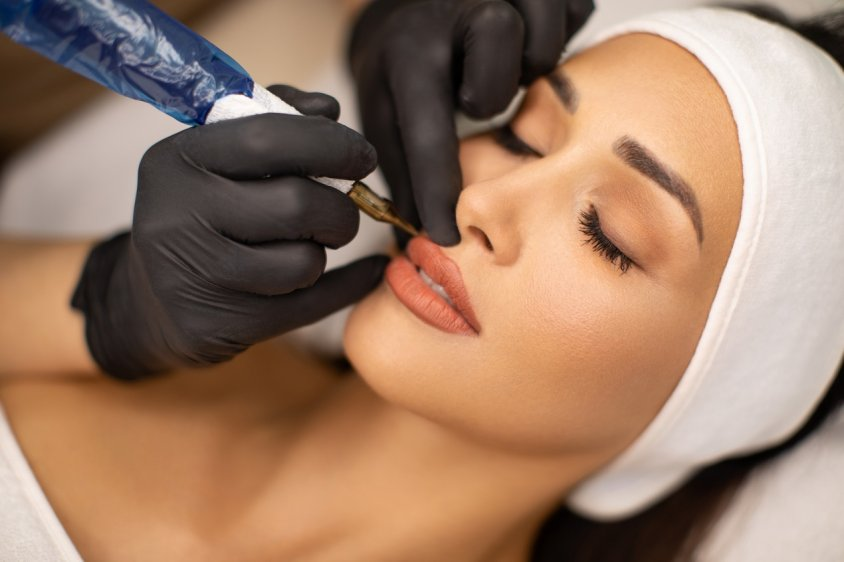 Безопасен ли перманентный макияж для здоровья?